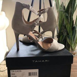 New gorgeous TAHARI heels Stone/Cream color, 9W